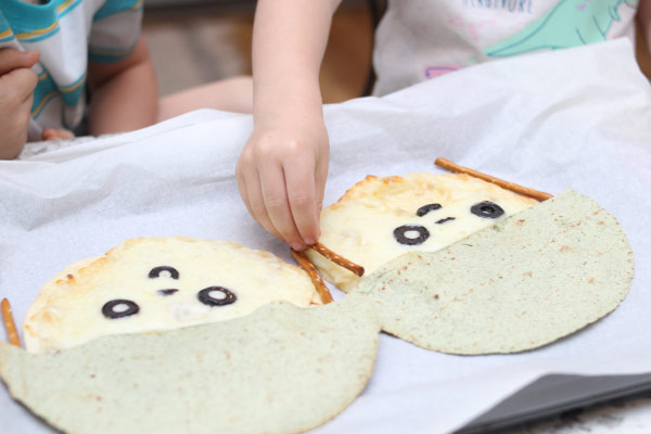 Child assembling snack
