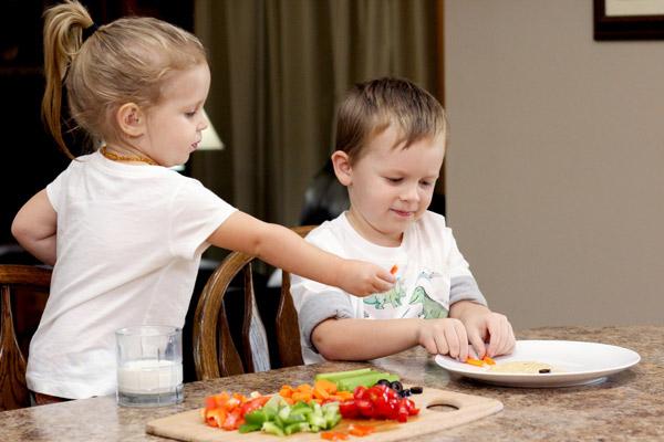 Preschoolers creating snack