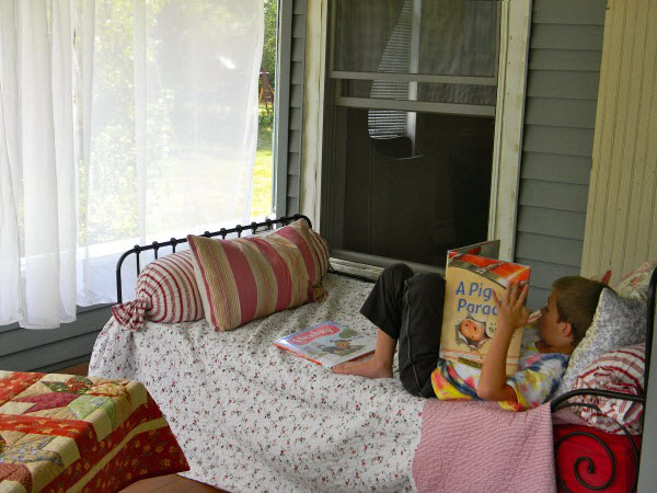 Motivate kids to read with reading nooks