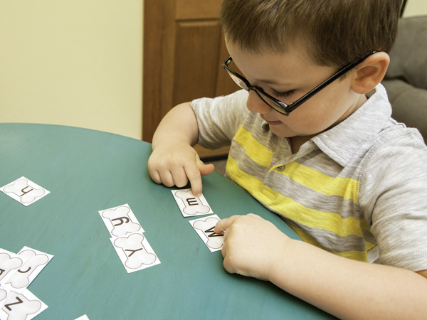 Preschooler matching letters